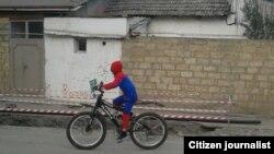 Qubada spiderman peyda olubYükləyib: Ismi lazim deyil