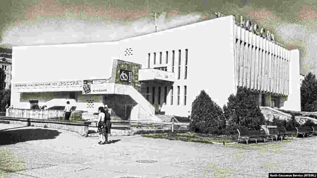 "Кинотеатр ""Россия"", пр. Калинина, ныне пр. Имама Шамиля, 1980-е гг."