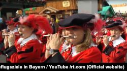 Bavariya. Fleyta çalanlar.
