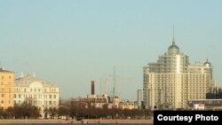 За последние годы изменяются привычные глазу, дорогие сердцу петербуржцев виды города: Петровская набережная