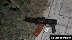 Bişkəkdə antiterror əməliyyatında tapılmış silahlar