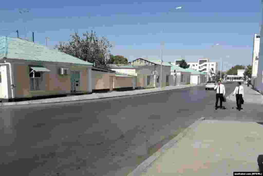Улица с частными домами. Ашхабад