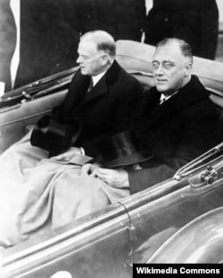 Герберт Гувер и Франклин Рузвельт во время инаугурации, 1933