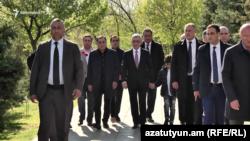 Экс-президент Армении Серж Саргсян в мемориальном комплексе «Цицернакаберд», Ереван, 24 апреля 2019 г.
