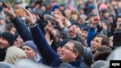 Renato Usatîi și susținătorii săi în fața Parlamentului, 21 ianuarie 2016