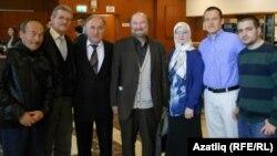 Фазыл Агыш (уртада) Истанбул татарлары белән