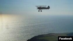 Этот снимок из фейсбука британской летчицы, был сделан во время перелета, 26 декабря 2015
