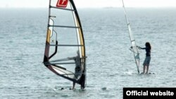 Windsurfing in Avaza