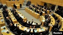 Гласањето во кипарскиот парламент против европскиот план за спас на земјата