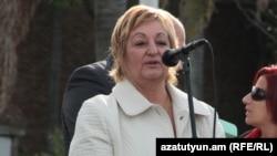 Ուրուգվայ - Լիլիան Քեշիշյանը Մոնտեվիդեոյի Արմենիա հրապարակում ելույթ է ունենում Հայոց ցեղասպանության զոհերի հիշատակին նվիրված ապրիլքսանչորսյան միջոցառմանը