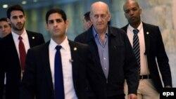 یک سوم پایانی حبس اهود اولمرت به خاطر «رفتار شایسته در زندان» بخشوده و او تابستان پارسال آزاد شد.