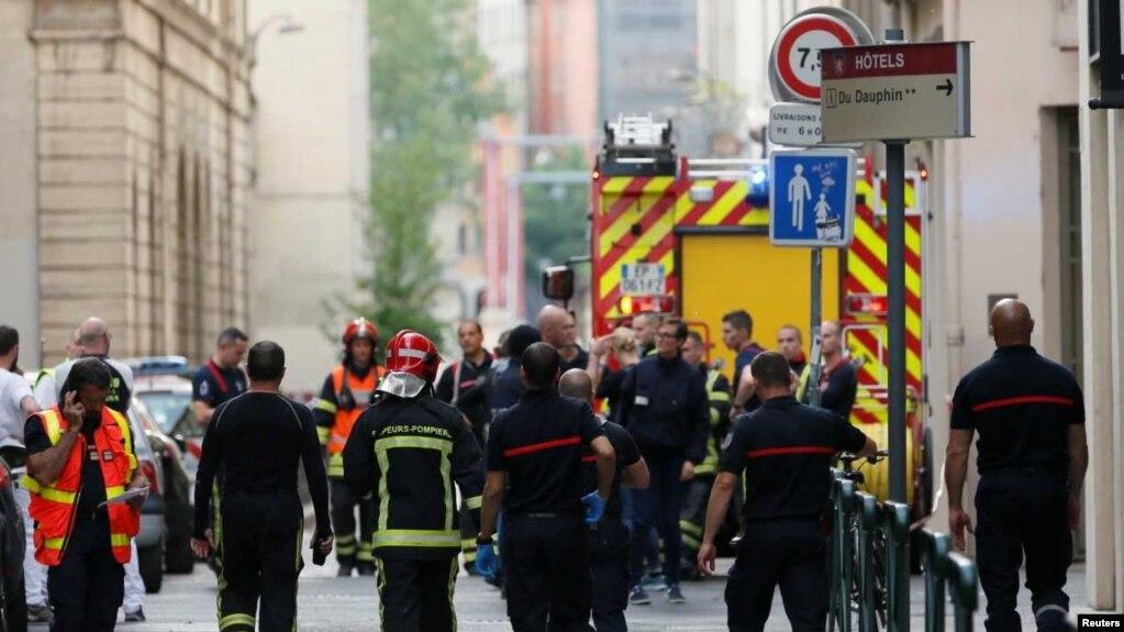 انفجار یک بسته در لیون فرانسه ۱۰ مجروح برجای گذاشت