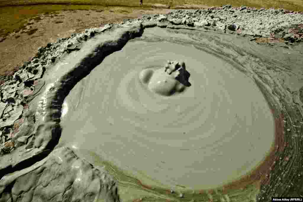 The village is known for mud volcanoes nearby, which have been formed by geothermal springs erupting to the surface.