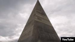 Пирамида Голода незадолго до падения
