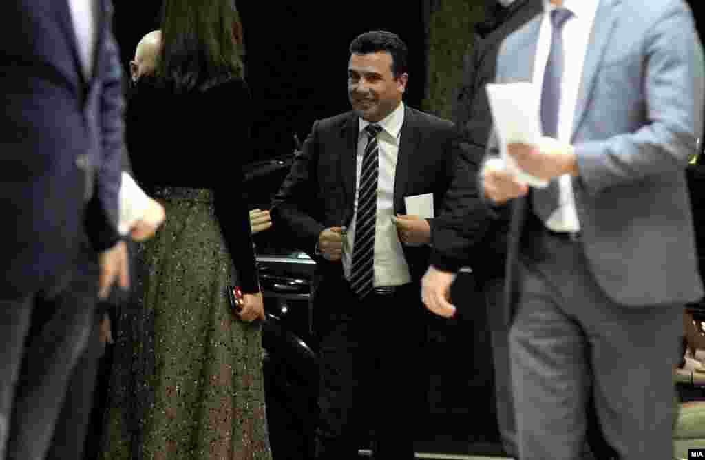 МАКЕДОНИЈА - Премиерот Зоран Заев изјави дека мисли оти сега е најдобриот и неповторлив момент да се најде решение за спорот за името. Тој посочи дека очекува на маргините на Самитот за Западен Балкан во Софија да се сретне со грчкиот премиер Алексис Ципрас и да разговара за досегашните постигнувања во преговорите.