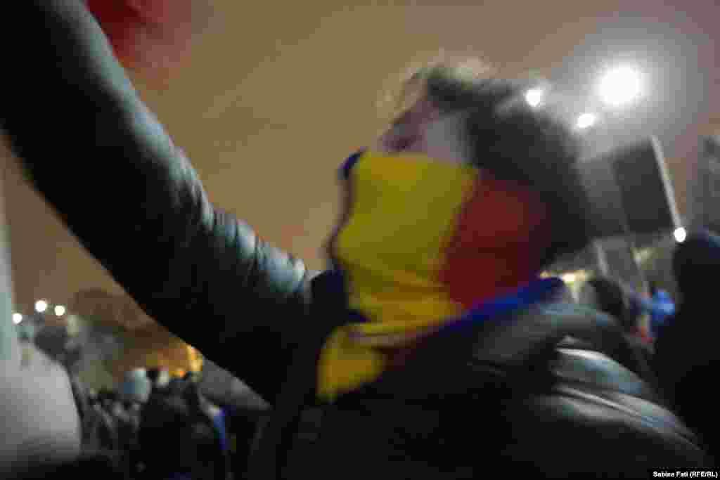 Румыниядағы наразылық шерулері қаңтардың 18-інде өткен үкімет отырысынан соң даулы заң жобалары жарияланғаннан кейін басталған. Әлеуметтік желілер арқылы ұйымдасқан наразылар қарсылық акциясына шыққан.