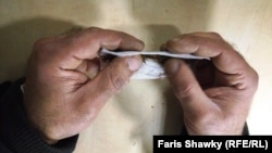 Илустрација: Правење цигара со марихуана