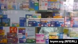 Лекарственные препараты в аптеке. Иллюстративное фото.
