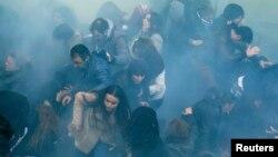 Ոստիկանությունը արցունքաբեր գազ է կիրառում ցուցարարների դեմ, Թուրքիա, 12-ը մարտի, 2014