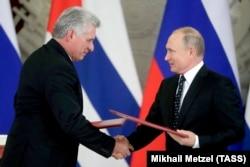 Мигель Диас-Канель на встрече с Владимиром Путиным в Москве. 2 ноября 2018 года
