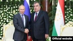 Russian President Vladimir Putin (left) with Tajik President Emomali Rahmon in Dushanbe in June 2019.