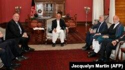Gjatë takimit të sekretari amerikan të Shtetit, Mike Pompeo me zyrtarët e lartë afganë përfshirë presidentin Ashraf Ghani