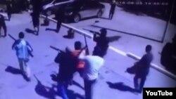 Момент одного из нападений боевиков в Актобе 5 июня 2016 года. Кадр видео.