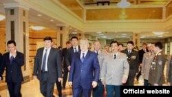 Президент Нурсултан Назарбаев в окружении руководителей КНБ. Астана. (Фото из сайта КНБ.)