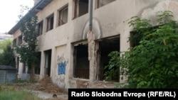 Поранешниот интернат во Битола сега е руина.