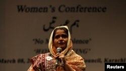 Pakistan, Kainat Soomro, zorlukdan aman galan zenan.