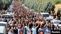 Участники похоронной процессии жертв теракта в Анкаре