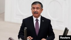 Türkiyənin müdafiə naziri İsmet Yılmaz