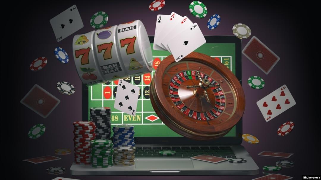 Сколько человек играет в онлайн казино как играть с картами джокер