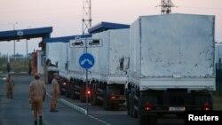 Рускиот хуманитарен конвој на границата со Украина.