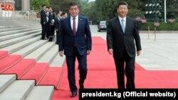 Кыргызстандын президенти Сооронбай Жээнбеков жана Кытайдын төрагасы Си Цзинпин