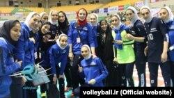 بانوان ایرانی و مربیشان خانم مایدا چیچیچ در جریان بازی با تایوان