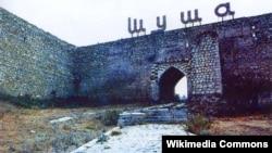 Сегодня и армянская, и азербайджанская стороны эмоционально вспоминают день штурма Шуши (24-я годовщина), один из начальных эпизодов Карабахской войны, операцию под названием «Свадьба в горах»