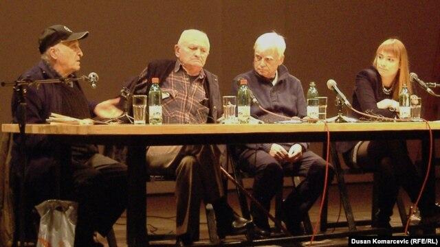 """Učesnici tribine """"Nacionalizam, klerikalizam i novi fašizam"""" u Centru za kulturnu dekontaminaciju"""