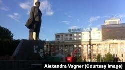 Piaţa Vladimir Lenin din Doneţk şi cortul roşu al comuniştilor ucrainei