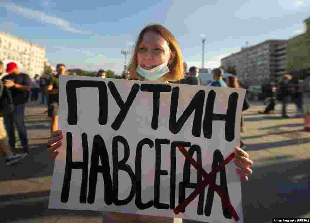 Организаторы кампании «НЕТ!», выступающие против внесения изменений в Конституцию России, огласили данныеэкзитполов, проведенных ими на избирательных участках. По их данным, в Москве против поправок к Основному закону страны проголосовали почти 55 процентов опрошенных, поддержали поправки чуть менее 45 процентов респондентов.