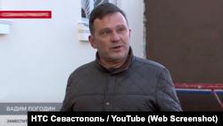 Вадим Погодін розповідає севастопольському телеканалу про ремонт фасаду будинку №44 на Совєтській