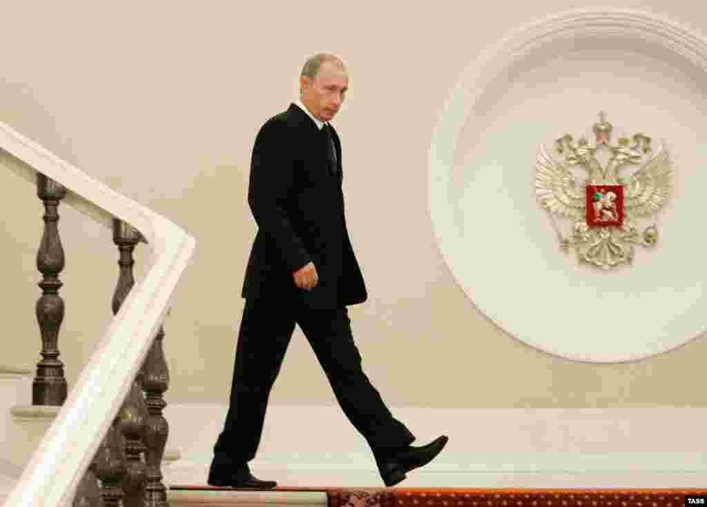 Президент Владимир Путин в Кремле. Июнь 2006 года.