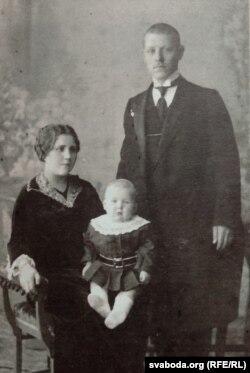 Разам з бацькамі. 1914 год