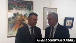 После окончания торжественной церемонии президенты посетили выставку работ абхазских художников, посвященной Дню Победы