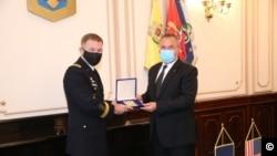 Ministrul apărării Nicolae Ciucă și șeful Forțelor Terestre ale Armatei SUA, James C. McConville.