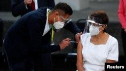 Maria Irene Ramirez a fost prima persoană din Mexic vaccinată împotriva Covid-19, Mexico City, 24 decembrie 2020.