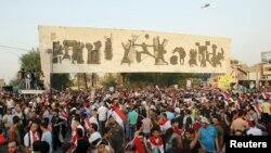 Өкмөттүк мекемелердеги сапатсыз тейлөөгө жана коррупцияга каршы демонстрация. Багдад, 28-август, 2015-жыл