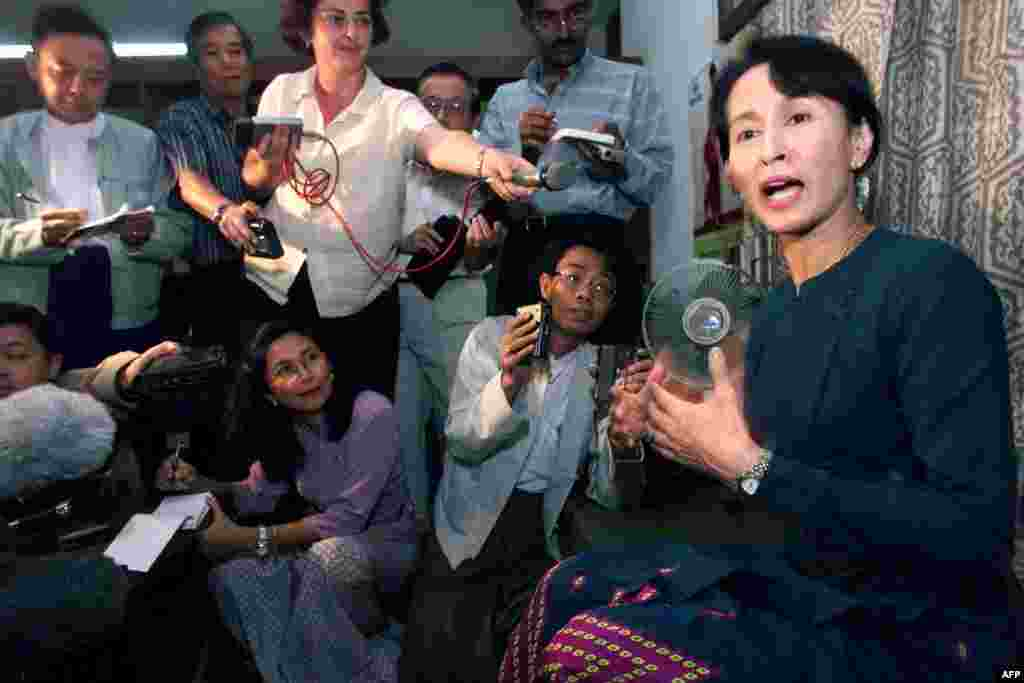 Aung San Suu Kyi at an impromptu press conference in Yangon on February 25, 1999.