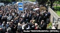 Смогут ли правозащитники и близкие погибшего вывести на улицы людей – неизвестно, однако в социальных сетях уже начали писать о том, что убийство Вазагашвили для «Грузинской мечты» может стать тем же, что и «тюремные кадры» для «Нацдвижения»