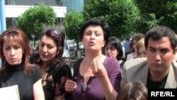 Armenia -- Teachers of the Nubarashen boarding school in Yerevan protest its principal's dismissal, 3June 2010.